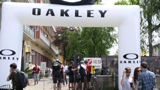 Spot OAKLEY | ECMC